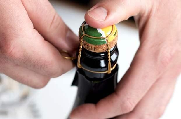 Проволочка на бутылке, и та имеет название. /Фото: virginwines.co.uk