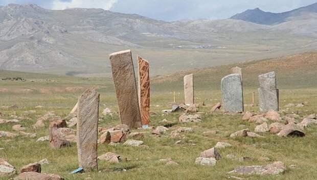 Монгольские Оленные камни.
