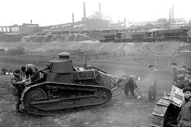 Французские военные на территории Рурской области, 1923 год. Фото:  AP