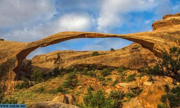 Парк нерукотворных каменных мостов