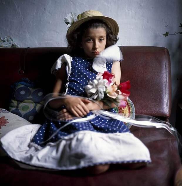 26 невероятных снимков двух сестёр, которых фотографировали на протяжении 10 лет