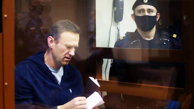 Суд над Навальным повторяет историю с Михаилом Ефремовым
