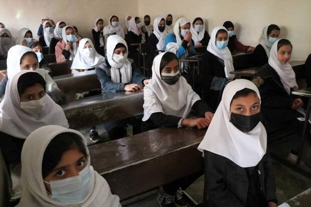 «Дела пойдут налад»: вАфганистане девочкам запретили петь перед мужчинами