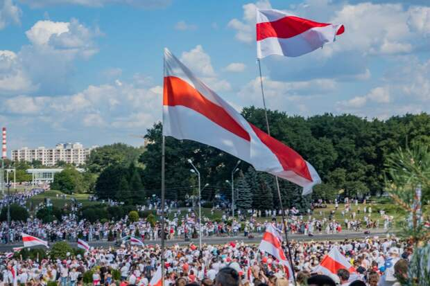 Поиск преемника и возобновление протестов: эксперты о сценариях развития ситуации в Белоруссии