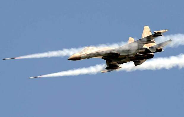Avia.pro: неизвестные истребители ударили по кораблю ВМС Турции в Ливии