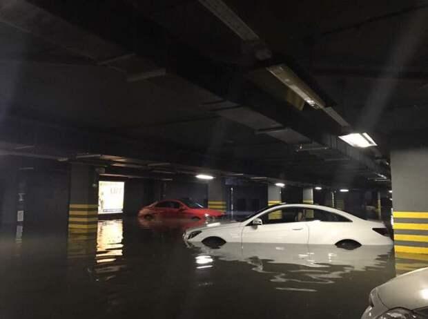 В Красногорске затопило паркинг в элитном доме parking, авто, видео, дождь, парковка, потоп, стихийное бедствие, ущерб