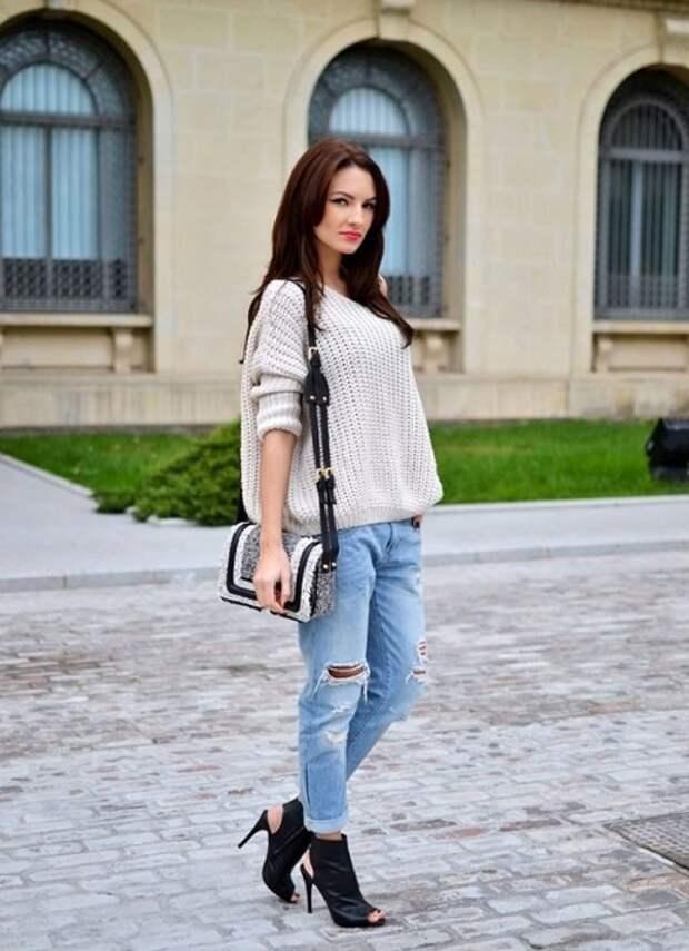 Как и с чем носить объемный свитер: фото модных образов