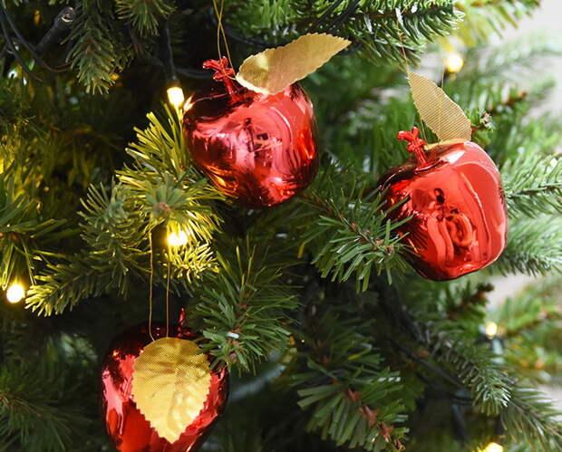 Почему американские дети В Рождество ищут на елке огурец