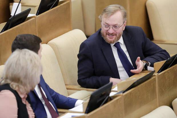 Милонов пожаловался на угрозы после публикации в Сети его личных данных