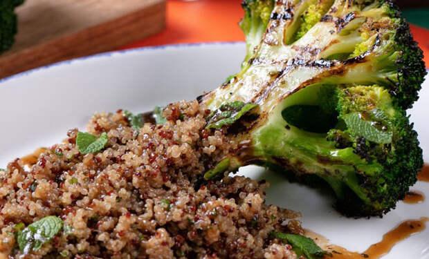 Брокколи на гриле с киноа: превращаем скучные овощи в еду из ресторана