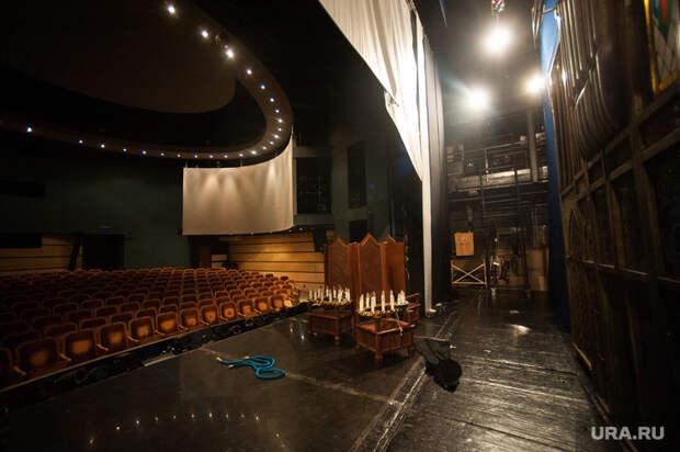 За кулисами Екатеринбургского театра кукол, закулисье, декорации, кукольный театр, сцена, екатеринбургский театр кукол