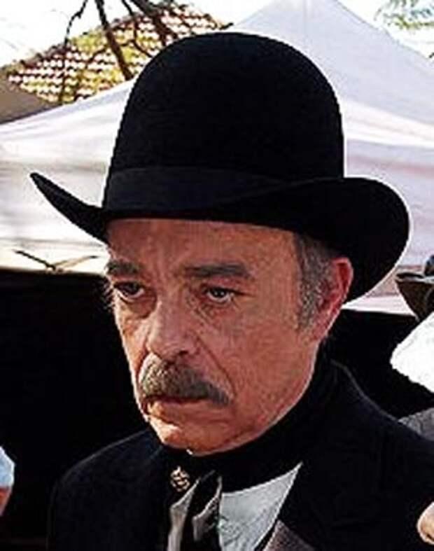 Рубенс ди Фалко, пока позволяло здоровье, всего себя отдавал работе. wikipedia
