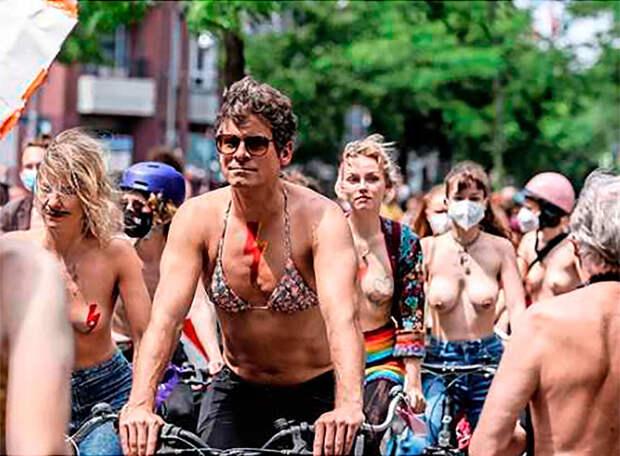 Велопробег топлесс в знак протеста – берлинки перегрелись или их действительно так угнетает невозможность гулять с голой грудью?