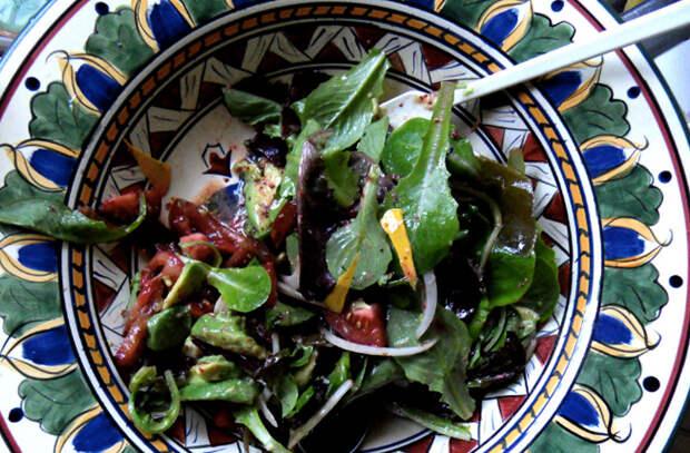 Заменили в салате надоевший майонез: смешиваем заправки из трех ингредиентов
