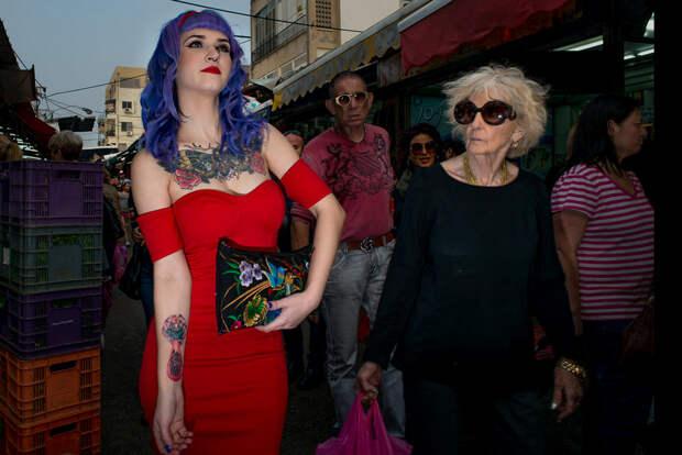 На улице в Тель-Авиве. Фотограф Алан Бурла 35