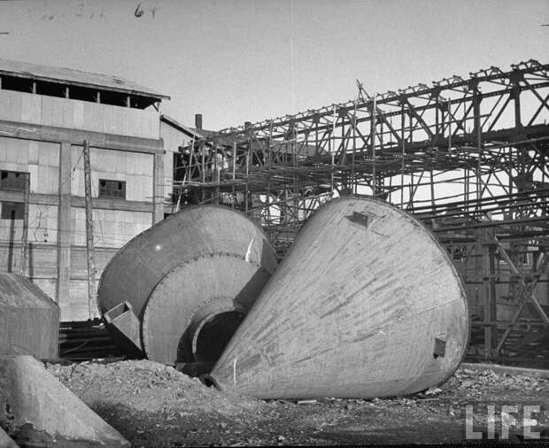 Демонтированный завод в Фушуне. 1946