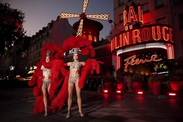 В Париже после 18-месячного перерыва возобновило работу кабаре «Мулен Руж»