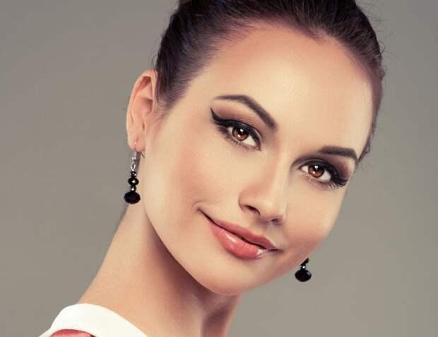 макияж на выпускной с длинными стрелками