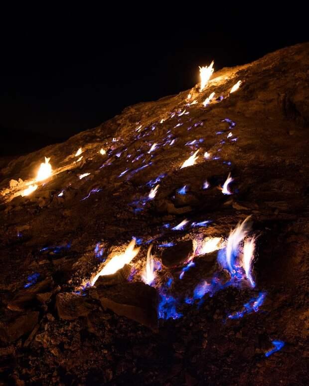 Достопримечательность — огонь! Горящая гора в Иране