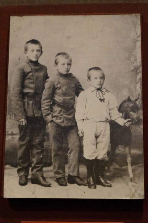 Братья Константиновы. Они создали «Хроникон» и «Конвас»