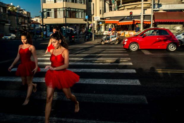На улице в Тель-Авиве. Фотограф Алан Бурла 28