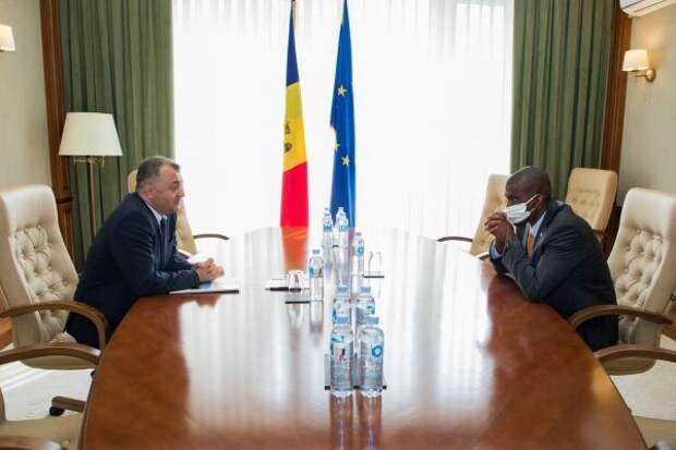 Премьер Молдавии пожаловался послу США на конкурентов Додона