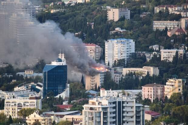В Крыму загорелся санаторий Минобороны «Ялта»