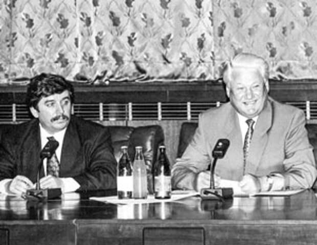 В начале 90-х Сергей Шахрай был правой рукой Бориса Ельцина по всем юридическим вопросам