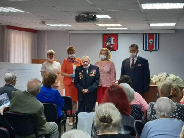 Медали «75-лет Победы» получили более 200 ветеранов из Западного Дегунина