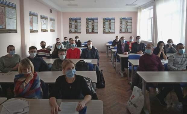 Студентов СевГУ отправили учиться из дома