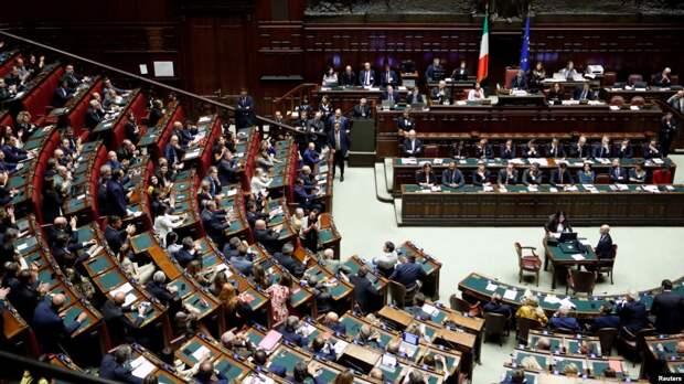 Итальянские депутаты проголосовали за сокращение своей численности, чтобы сэкономить налогоплательщикам 100 млн евро в год.