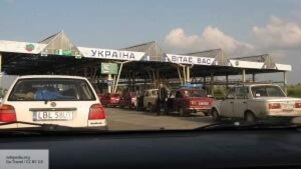 Обещают спалить дома вернувшихся из Европы: застрявших на границе людей не ждут на Украине