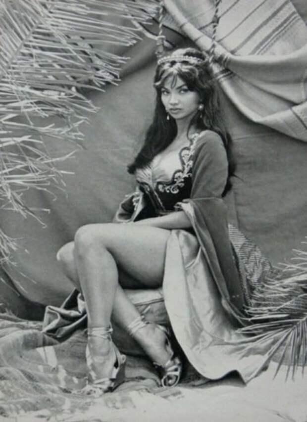 Красотка из 60-ых Чело Алонсо