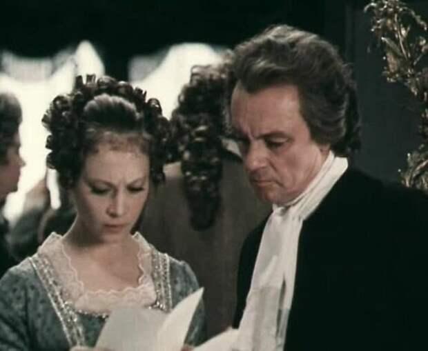 Лорд Болингброк с Абигайль в исполнении Светланы Смирновой (Абигайль - тоже исторический персонаж, но её достоверных портретов нет).
