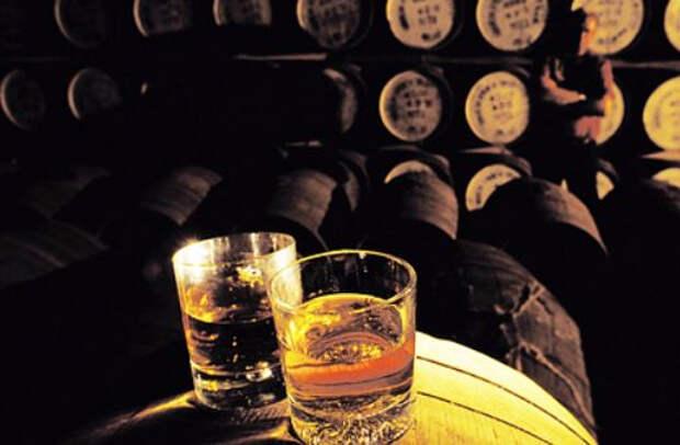 Алкогольный гигант начал заправлять машины остатками виски
