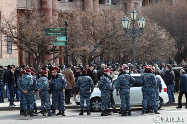 Обострение ситуации в Армении (ОБНОВЛЯЕТСЯ)