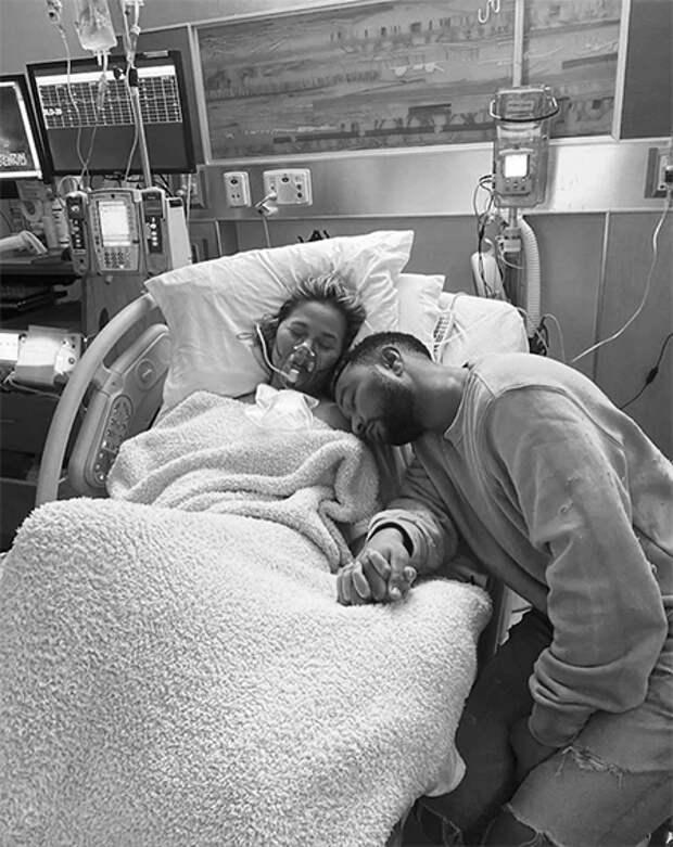"""Крисси Тейген и Джон Ледженд потеряли ребенка: """"Мы всегда будем любить тебя, наш Джек"""""""