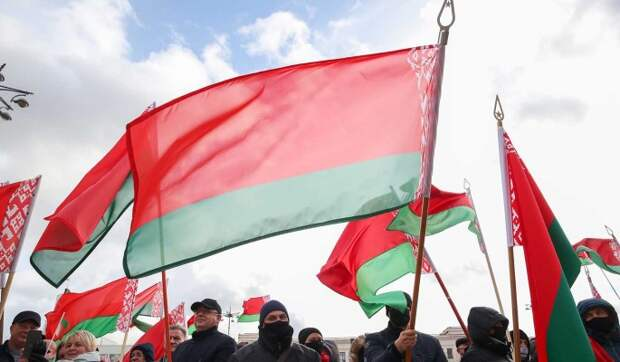 """Политолог рассказал об отношении белорусов к России: Боятся """"хищных олигархов"""""""