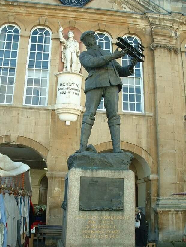 Памятник в честь рекордного полета Роллса был открыт спустя два года после его гибели rollce-royce, авиация, авто, автоистория, история, летчик, факты, чарльз роллс