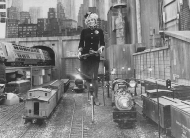 """Ядерный сверхскоростной пассажирский экспресс из 1970-х годов """"Supertrain"""""""