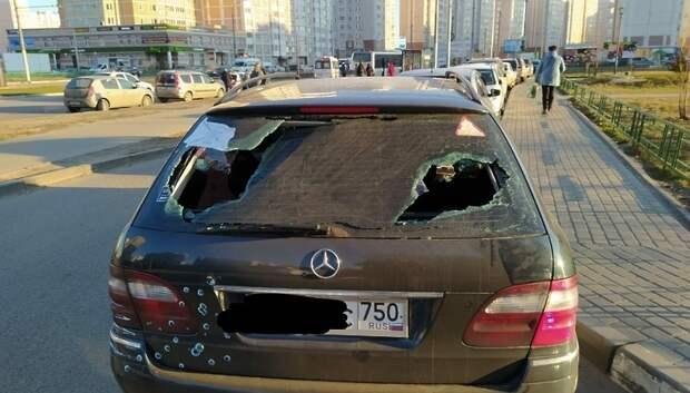 Неизвестные разбили стекло автомобиля в микрорайоне Кузнечики