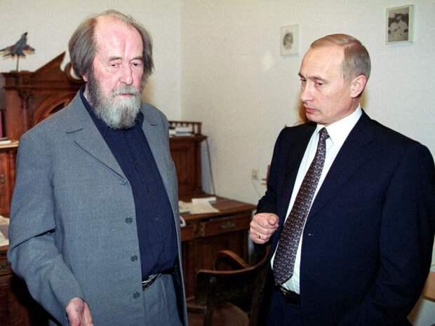 Путин поручил проработать создание единой базы жертв репрессий