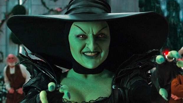 Очаровательные актрисы, которые играли чудовищ в кино