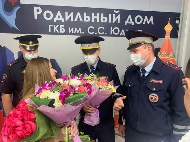 Полицейские ЮВАО оперативно доставили роженицу в роддом