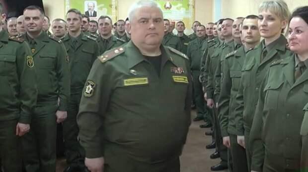 Гомельские военные делились зарядом энергии от Лукашенко через рукопожатия