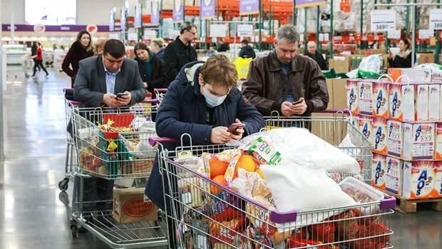 В России около 50% домохозяйств создали себе запасы продуктов на ...
