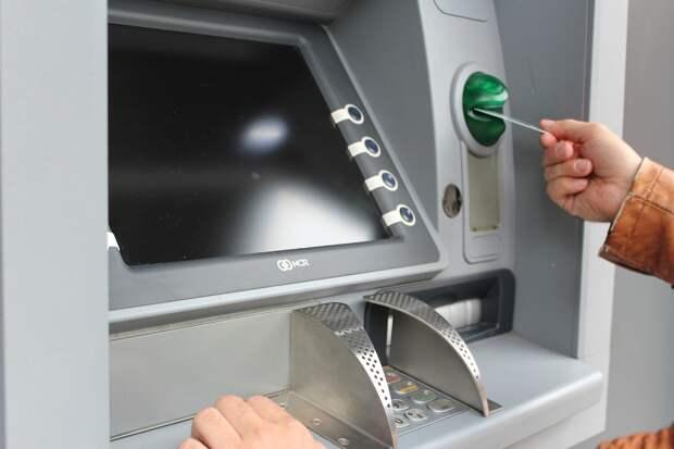 Крымский РНКБ увеличил в три раза комиссию за снятие наличных с кредиток