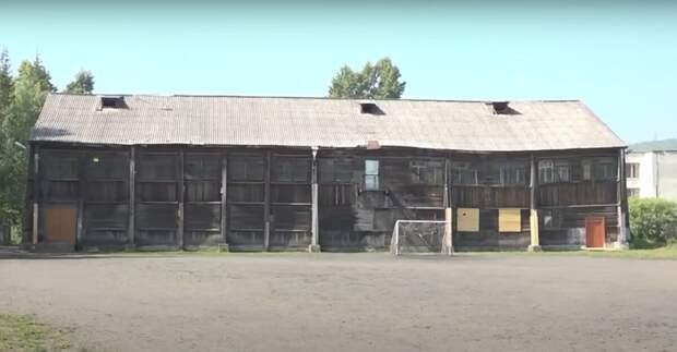 Азамат Мусагалиев высмеял здание школы в Усть-Куте в эфире на ТНТ