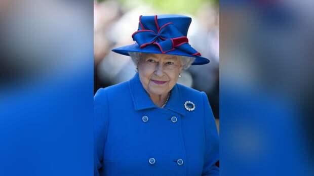 Принц Чарльз и Елизавета II не стали поздравлять Гарри и Меган с третьей годовщиной свадьбы