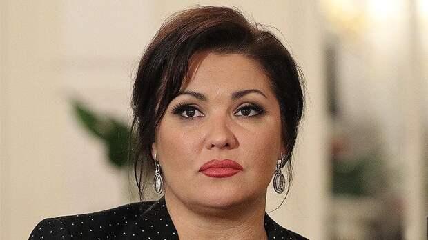 Анна Нетребко заразилась коронавирусной пневмонией